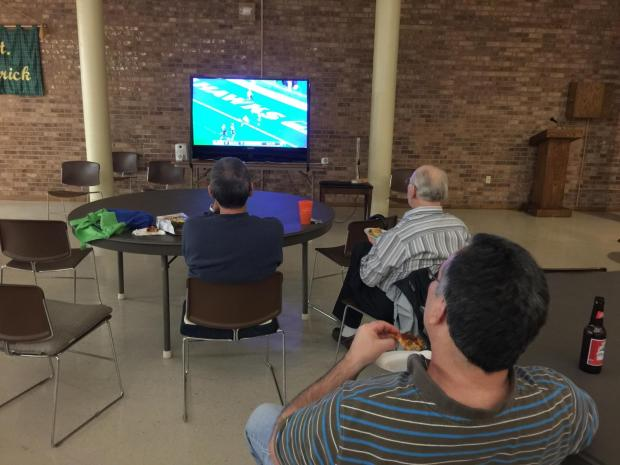 414146-superbowl-party-2015-1-3